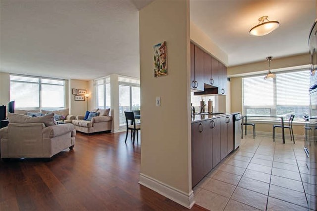 Condo Apartment at 7 North Park Rd, Unit 1811, Vaughan, Ontario. Image 12
