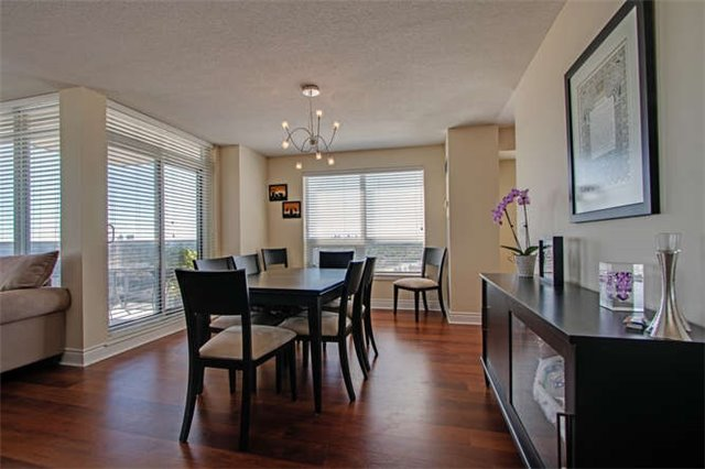 Condo Apartment at 7 North Park Rd, Unit 1811, Vaughan, Ontario. Image 14