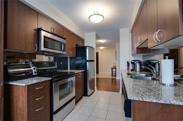 Condo Apartment at 7 North Park Rd, Unit 1811, Vaughan, Ontario. Image 17
