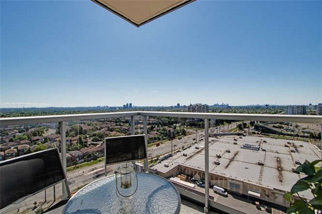 Condo Apartment at 7 North Park Rd, Unit 1811, Vaughan, Ontario. Image 2