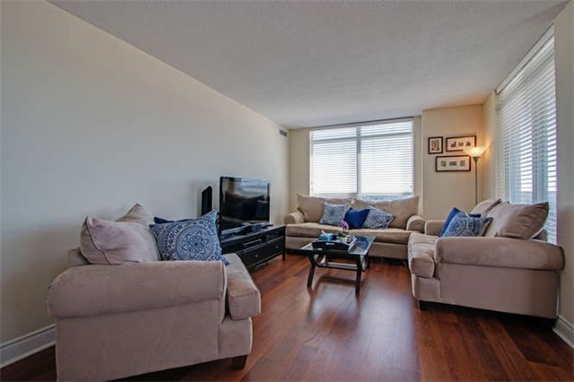 Condo Apartment at 7 North Park Rd, Unit 1811, Vaughan, Ontario. Image 3