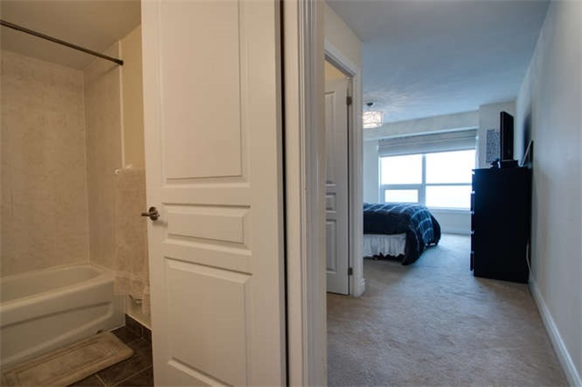 Condo Apartment at 7 North Park Rd, Unit 1811, Vaughan, Ontario. Image 5