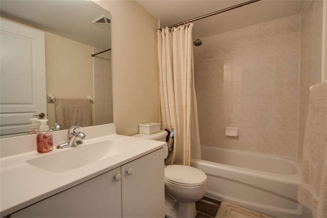 Condo Apartment at 7 North Park Rd, Unit 1811, Vaughan, Ontario. Image 6