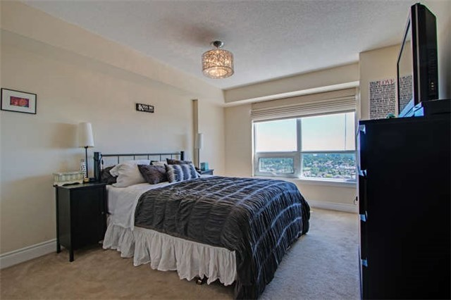 Condo Apartment at 7 North Park Rd, Unit 1811, Vaughan, Ontario. Image 11