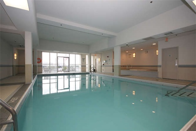 Condo Apartment at 7 North Park Rd, Unit 1811, Vaughan, Ontario. Image 13