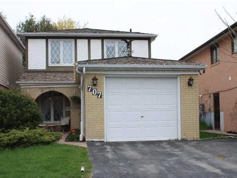 Detached at 707 Irwin Cres, Newmarket, Ontario. Image 1