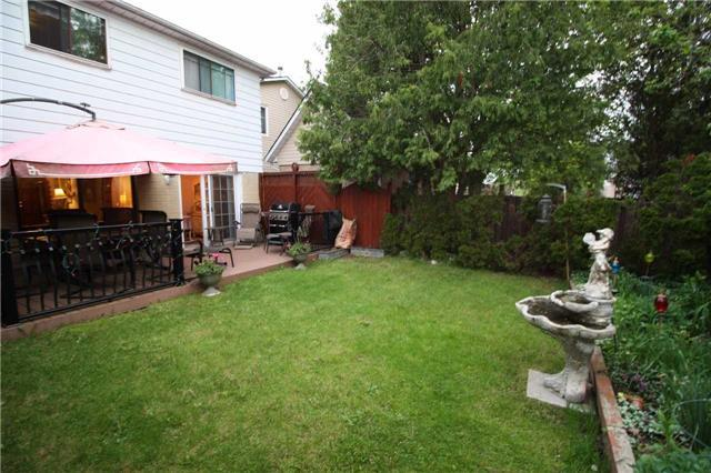 Detached at 707 Irwin Cres, Newmarket, Ontario. Image 13