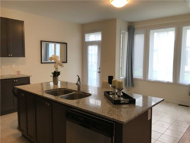Detached at 84 Frederick Pearson St, East Gwillimbury, Ontario. Image 16
