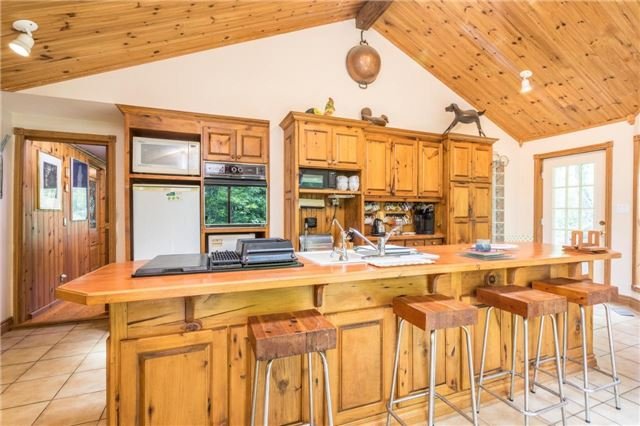 Detached at 12622 Mill Rd, King, Ontario. Image 18