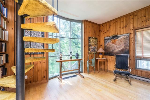 Detached at 12622 Mill Rd, King, Ontario. Image 7