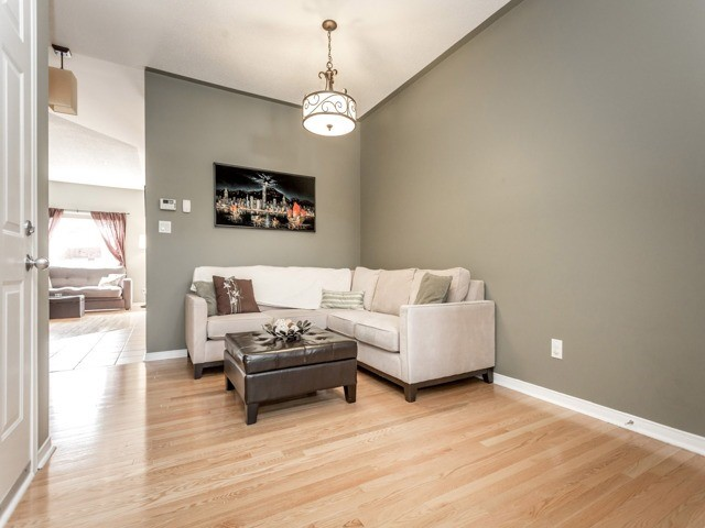 Townhouse at 21 Brumstead Dr, Richmond Hill, Ontario. Image 12
