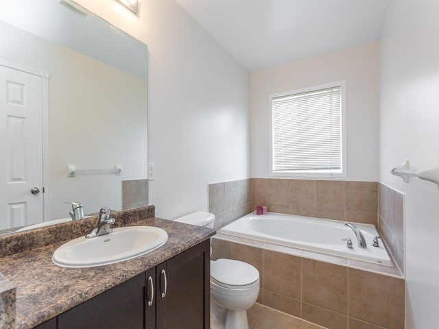 Townhouse at 21 Brumstead Dr, Richmond Hill, Ontario. Image 4