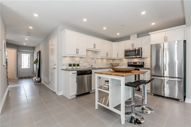 Townhouse at 179 Hutchinson Dr, New Tecumseth, Ontario. Image 16