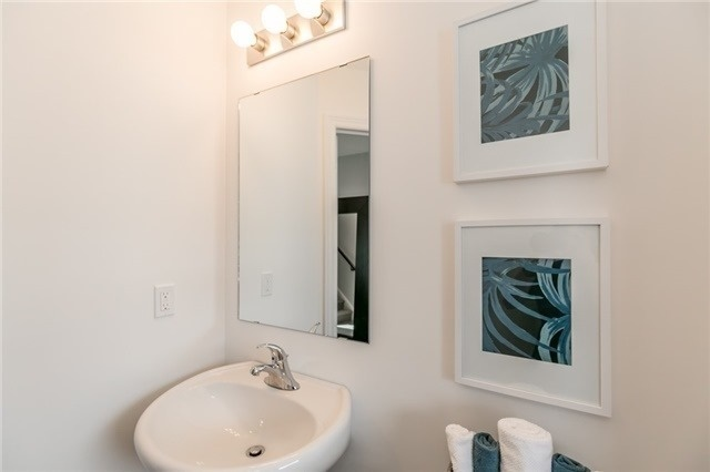 Townhouse at 179 Hutchinson Dr, New Tecumseth, Ontario. Image 3