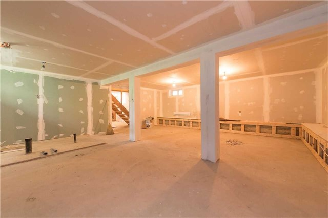 Detached at 1389 Maple Rd, Innisfil, Ontario. Image 10