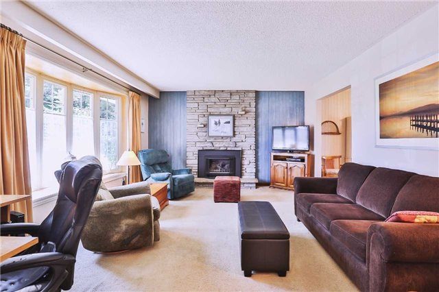 Detached at 1422 Gilford Rd, Innisfil, Ontario. Image 3