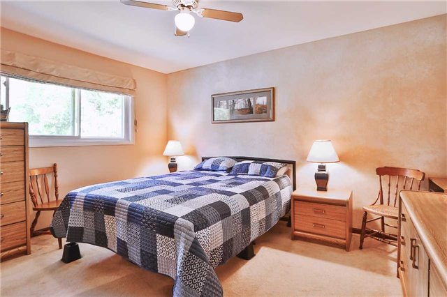 Detached at 1422 Gilford Rd, Innisfil, Ontario. Image 7