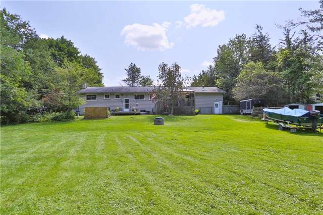 Detached at 1422 Gilford Rd, Innisfil, Ontario. Image 2