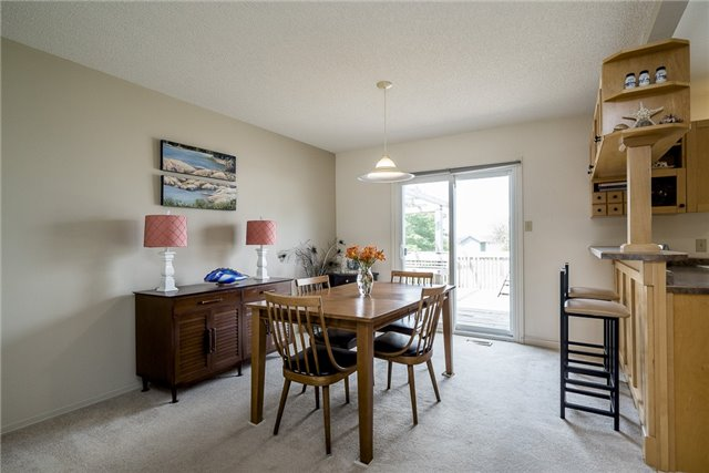 Detached at 2652 Lawrence Ave, Innisfil, Ontario. Image 10