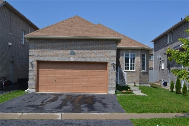 Detached at 1350 Corm St, Innisfil, Ontario. Image 2