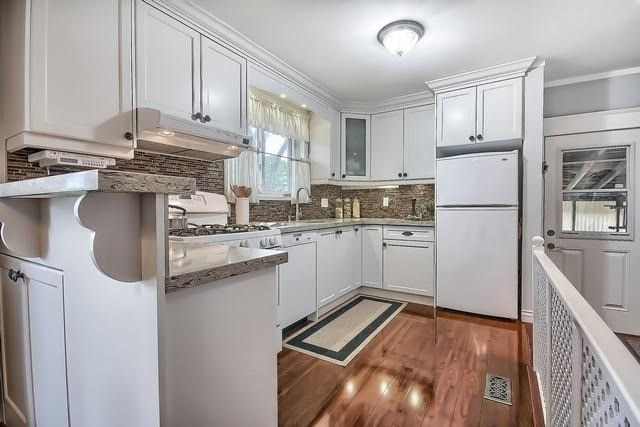 Detached at 170 Hawthorn Ave, Whitchurch-Stouffville, Ontario. Image 17