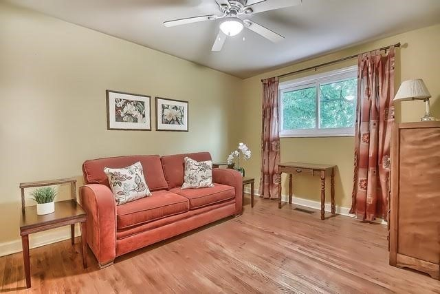 Detached at 170 Hawthorn Ave, Whitchurch-Stouffville, Ontario. Image 4