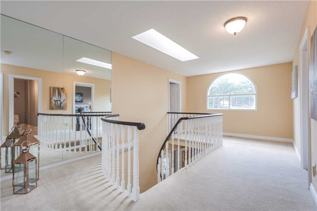 Detached at 3 Arthur Hall Dr, East Gwillimbury, Ontario. Image 2