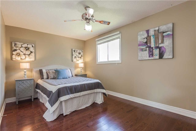 Detached at 3 Arthur Hall Dr, East Gwillimbury, Ontario. Image 5