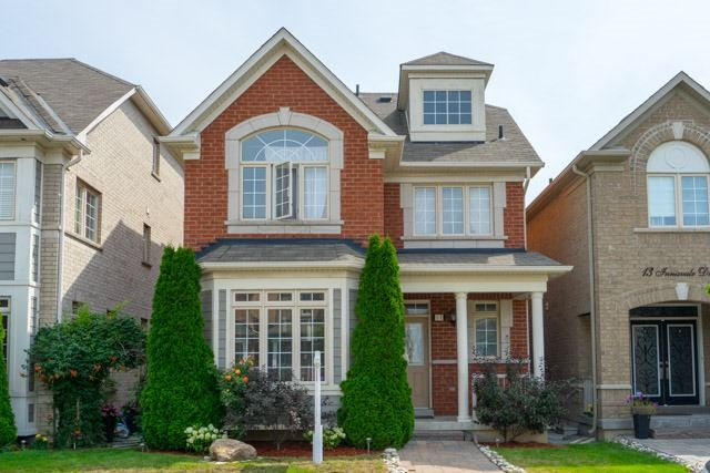 Detached at 11 Innisvale Dr, Markham, Ontario. Image 1