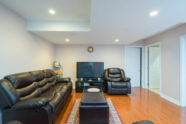 Detached at 11 Innisvale Dr, Markham, Ontario. Image 9