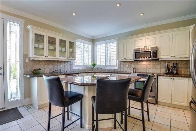 Detached at 693 Foxcroft Blvd, Newmarket, Ontario. Image 17