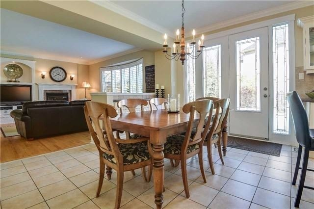 Detached at 693 Foxcroft Blvd, Newmarket, Ontario. Image 18