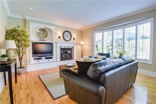 Detached at 693 Foxcroft Blvd, Newmarket, Ontario. Image 19