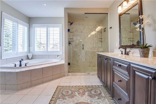 Detached at 693 Foxcroft Blvd, Newmarket, Ontario. Image 3