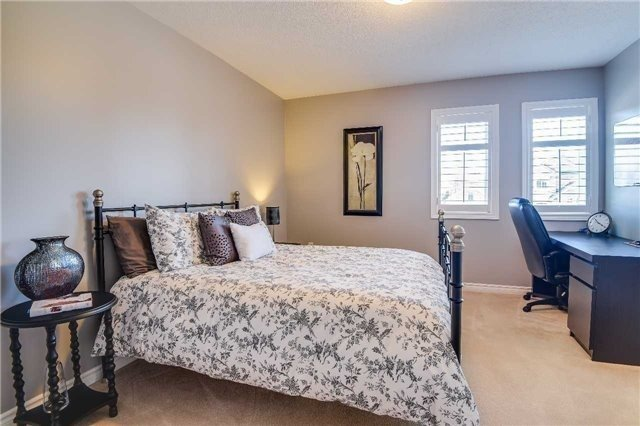 Detached at 693 Foxcroft Blvd, Newmarket, Ontario. Image 7