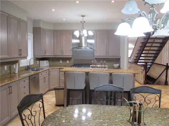 Detached at 11 Stancroft Dr, Richmond Hill, Ontario. Image 17