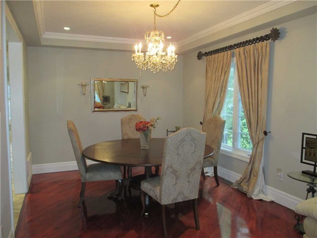 Detached at 11 Stancroft Dr, Richmond Hill, Ontario. Image 2