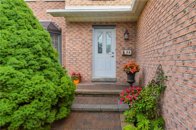 Detached at 74 Mcintyre Crt, Newmarket, Ontario. Image 12