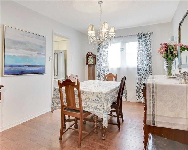 Detached at 74 Mcintyre Crt, Newmarket, Ontario. Image 3