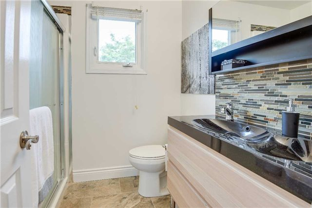 Detached at 74 Mcintyre Crt, Newmarket, Ontario. Image 5