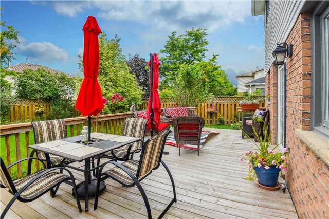 Detached at 74 Mcintyre Crt, Newmarket, Ontario. Image 11
