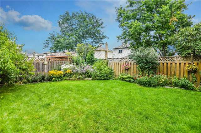 Detached at 74 Mcintyre Crt, Newmarket, Ontario. Image 13
