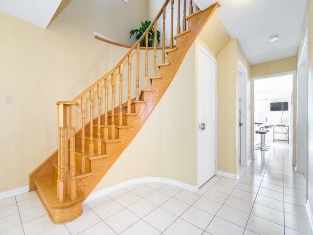 Detached at 132 Summitcrest Dr, Richmond Hill, Ontario. Image 3