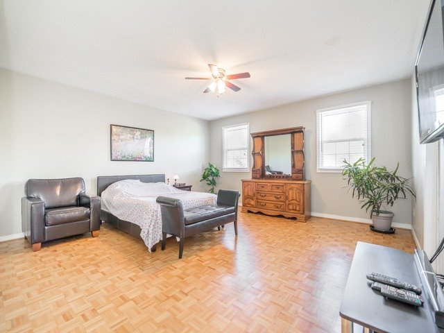 Detached at 132 Summitcrest Dr, Richmond Hill, Ontario. Image 5
