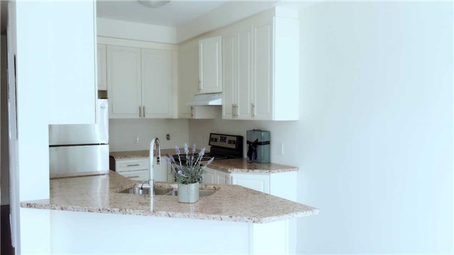 Townhouse at 47 Capreol Ave, Aurora, Ontario. Image 3