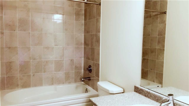 Townhouse at 47 Capreol Ave, Aurora, Ontario. Image 6