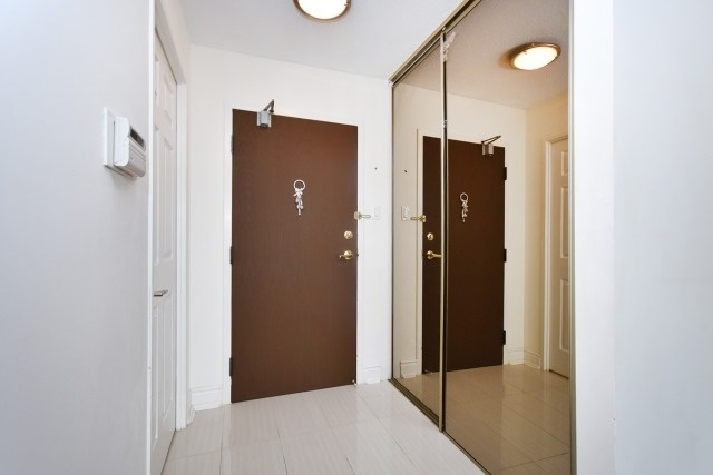 Condo Apartment at 8501 Bayview Ave, Unit 312, Richmond Hill, Ontario. Image 12
