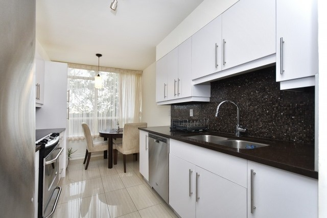 Condo Apartment at 8501 Bayview Ave, Unit 312, Richmond Hill, Ontario. Image 14