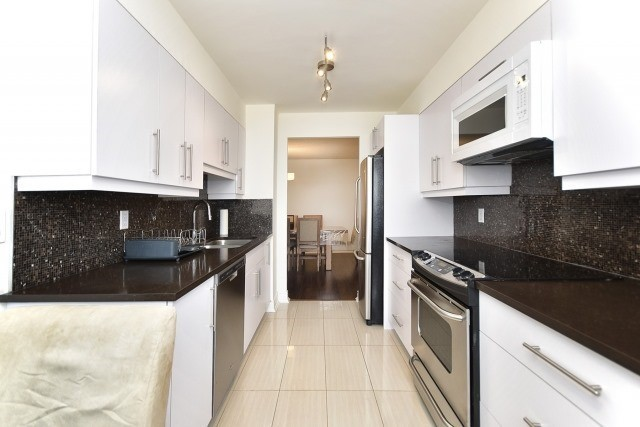 Condo Apartment at 8501 Bayview Ave, Unit 312, Richmond Hill, Ontario. Image 15
