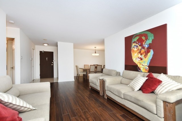 Condo Apartment at 8501 Bayview Ave, Unit 312, Richmond Hill, Ontario. Image 17